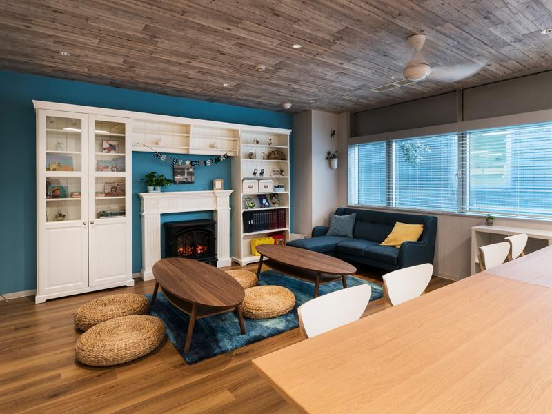 <strong>Living Room</strong><br />我が子の将来の活躍を見据えた家庭環境、自身のキャリアアップを図りたいという向上心