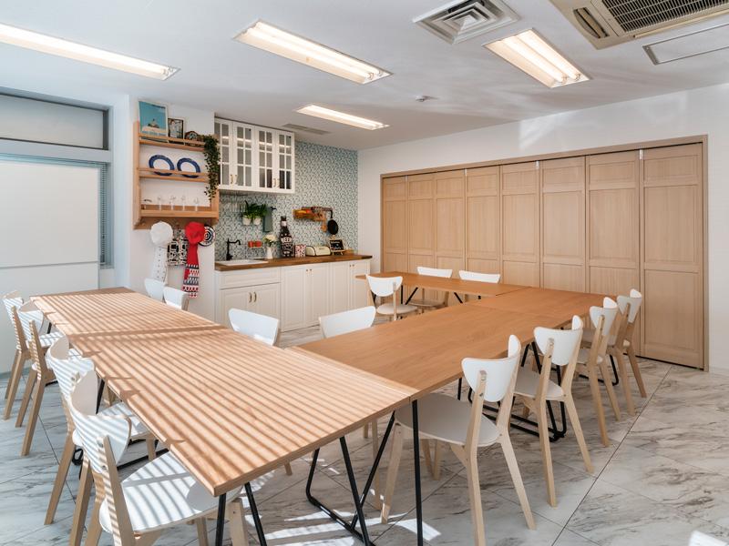 Kitchen Room子どもから大人まで違和感なく過ごせる・学べる、ホームステイを感じる空間